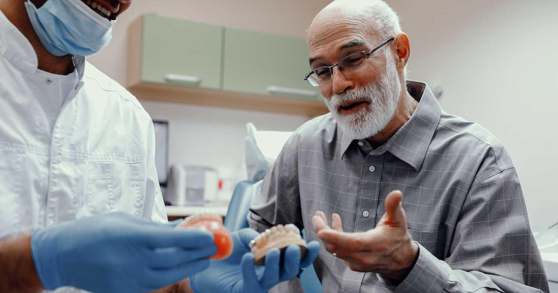 Seleção de casos em próteses totais implanto-suportadas